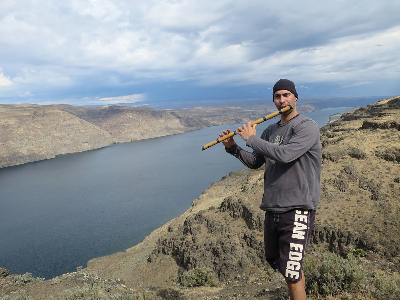 USA WA Kerry Kriger Bansuri Flute Wanapum-Overlook-Columbia-River-2016
